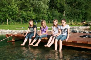 Kinder am Teich